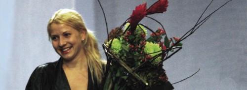 Designer Sabine Heinold caught the winner's bouquet.