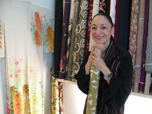 Kazu Huggler enjoys working with bold prints. (© Susan Vogel-Misicka, swissinfo.ch)